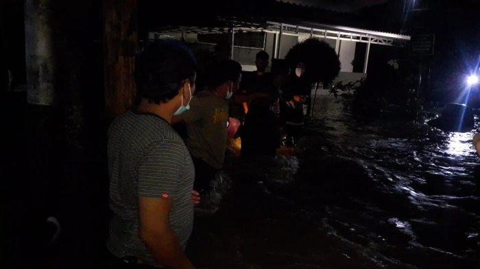 Longsor di Ciputat Timbun Anak Sungai Pesanggrahan, Imbasnya Puluhan Rumah Terendam Banjir