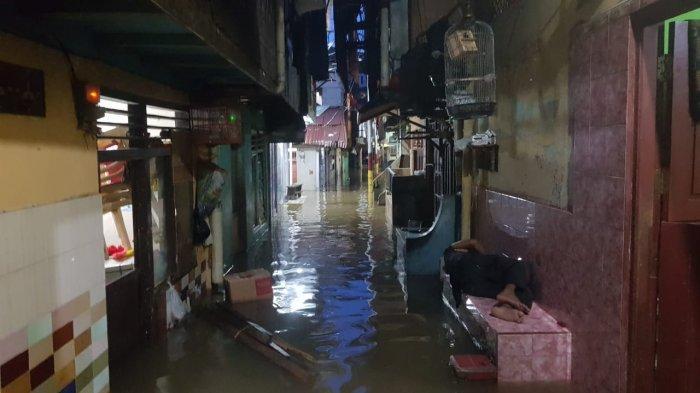 Banjir di permukiman warga Kebon Pala RT 5 RW 11 Kelurahan Kampung Melayu, Jatinegara, Jakarta Timur, Jumat (5/2/2021)