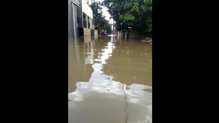 Butuh Bantuan Segera! Banyak Lansia Warga Perumahan Pulo Indah, Cipondoh Tangerang Terjebak Banjir