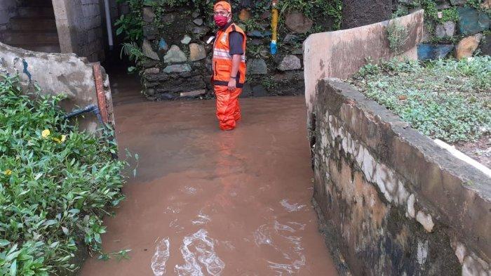 banjir di RW 5 Kelurahan Cawang, Kecamatan Kramat Jati, Jakarta Timur, Senin (7/12/2020)