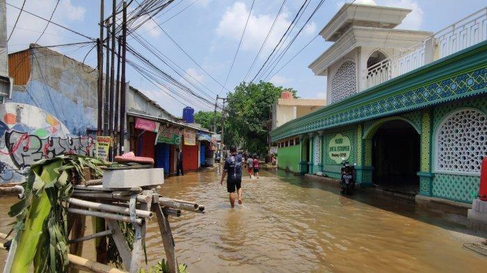 Banjir Simpang Mampang Bukan Cuma Soal Genangan, Ada Nyawa Terancam Hingga Ibadah yang Terganggu