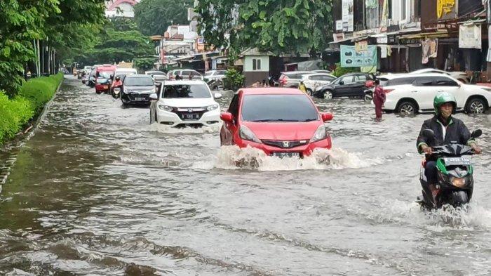 Lebih Rendah dari Kali, Jalan Kelapa Hybrida Kelapa Gading Terendam Banjir Usai Diguyur Hujan 1 Jam