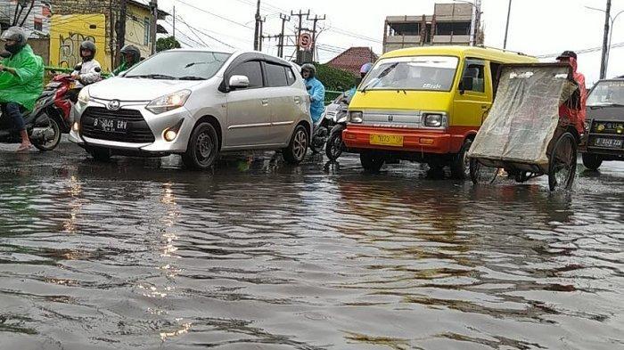 Hujan Deras, Banjir hingga Tanah Longsor Melanda Kota Depok