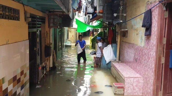 Baru Bersih-bersih Rumah, Warga Kebon Pala Kebanjiran Lagi 1 Meter