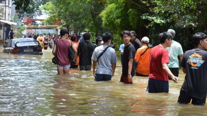 Polisi Imbau Warga TangerangTidak 'Nobar' Bencana Banjir di Tengah Pandemi Covid-19