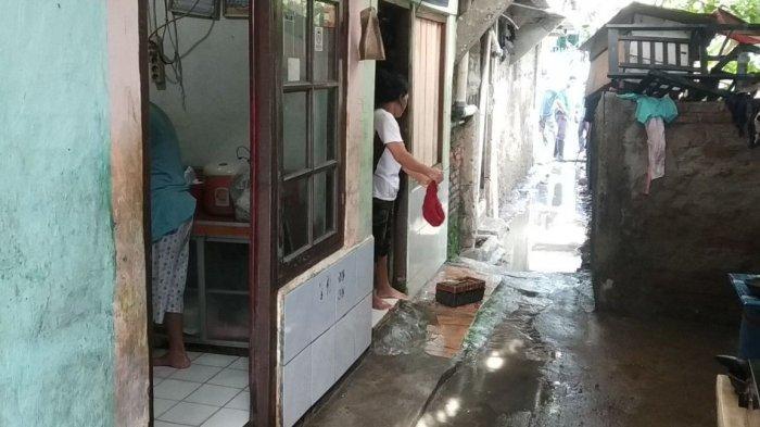 Banjir Akibat Sumur Jebol yang Genangi Permukiman Pinggir Kali Angke Jakarta Utara Mulai Surut
