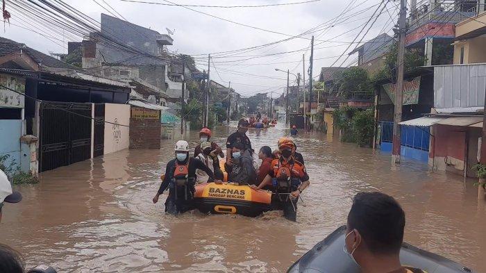 Tanggul Kali Bekasi Jebol, Air Meluap ke Permukiman Warga: Perumahan PGP Banjir Setinggi 80 Cm
