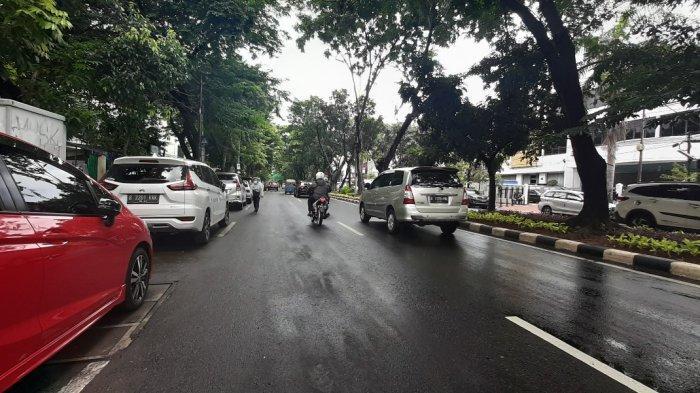 Banjir mulai surut di depan Pengadilan Negeri (PN) Jakarta Pusat, Jalan Bungur Besar, Kecamatan Kemayoran, pada Senin (8/2/2021) siang.