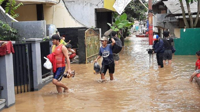 Banjir yang merendam permukiman warga di kawasan Pejaten Timur, Pasar Minggu, Jakarta Selatan, Senin (8/2/2021).