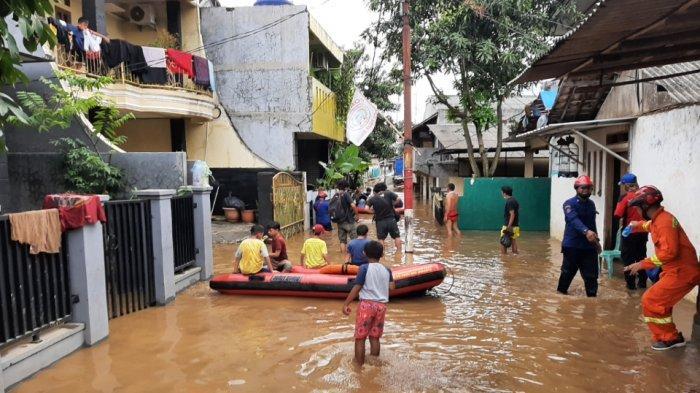 Banjir 2 Meter di Pejaten Timur, Sejumlah Warga Menolak Dievakuasi: Masih Punya Logistik