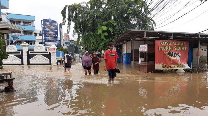 Masih Tergenang Banjir, Pengalihan Arus Terjadi Di Bambu Apus dan Setu Jakarta Timur