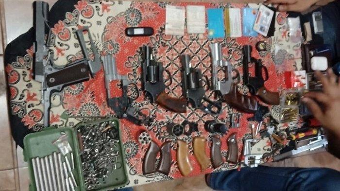 Geledah Kediaman Pengedar Narkoba, Polisi Temukan Sejumlah Senjata Api Rakitan