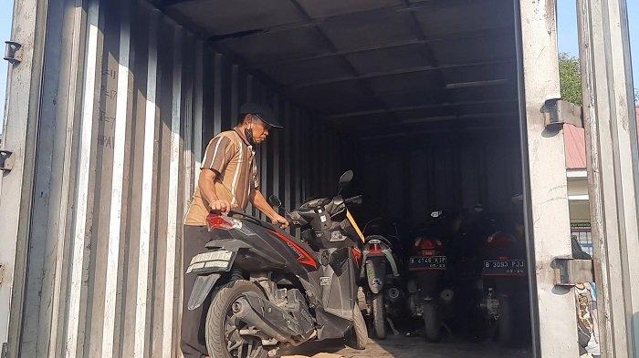 Berbekal Petunjuk GPS, Polisi Temukan Belasan Motor Curian di Kontrakan Kawasan Rawalumbu Bekasi