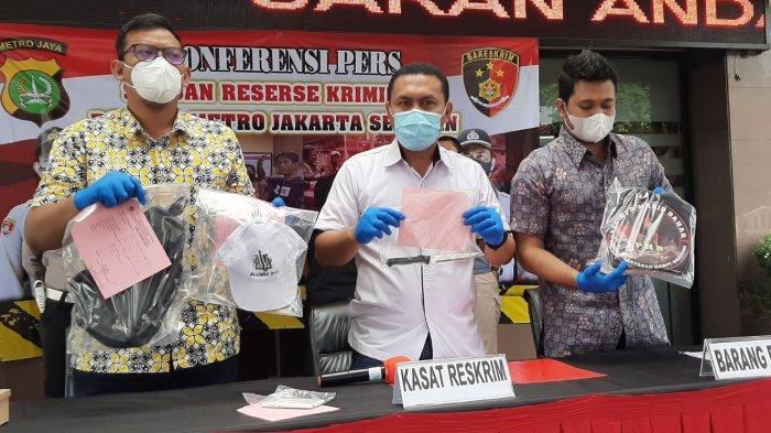 Bawa Senjata Tajam ke Polres Jaksel, Remaja Usia 16 Tahun Ketua Ormas Terima Undangan dari WA Group