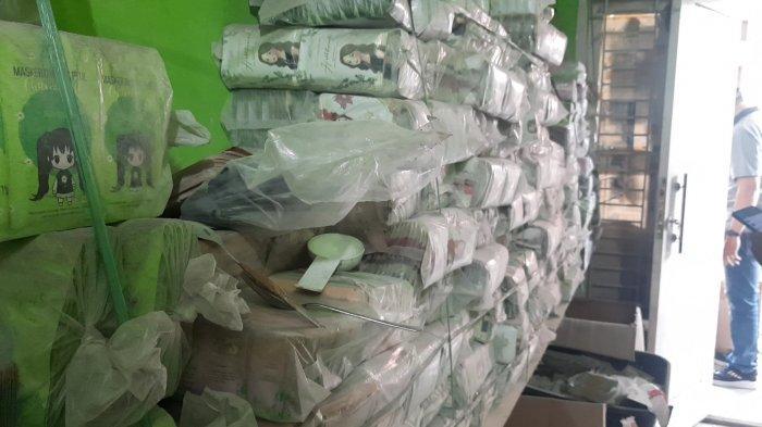 Kemasan masker wajah ilegal yang di produksi di pabrik kosmetik diJalan Swakarya, RT05 RW04, Kelurahan Jatirasa, Kecamatan Jatiasih, Kota Bekasi.