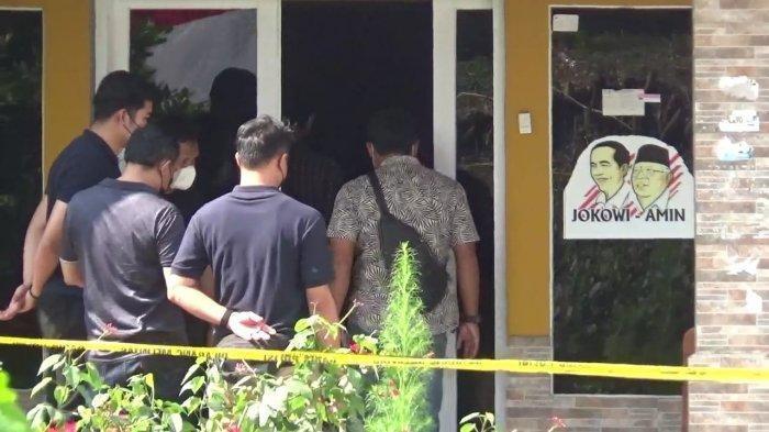 Tim dari Bareskrim Polres saat di TKP kasus pembunuhan Mustika Ratu dan Tuti di Kampung Ciseuti Desa Jalan Cagak Kecamatan Jalan Cagak Kabupaten Subang, Kamis (16/9/2021).