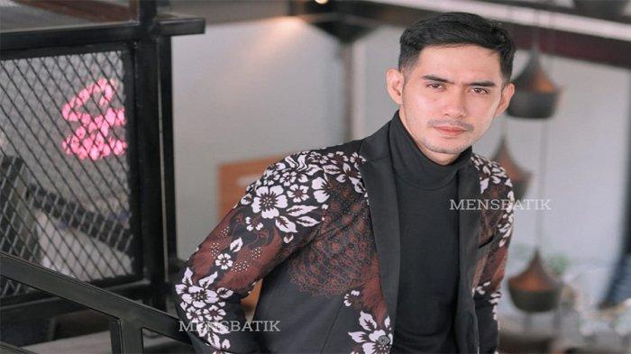 Lestarikan Budaya Indonesia dengan Pakai Batik, Cek Brand Lokal Kekinian yang Cocok untuk Anak Muda