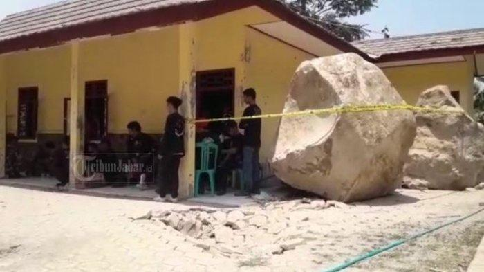 VIDEO Viral Batu Segede Gajah Melayang Hancurkan Bangunan Warga Kampung Cihandeleum
