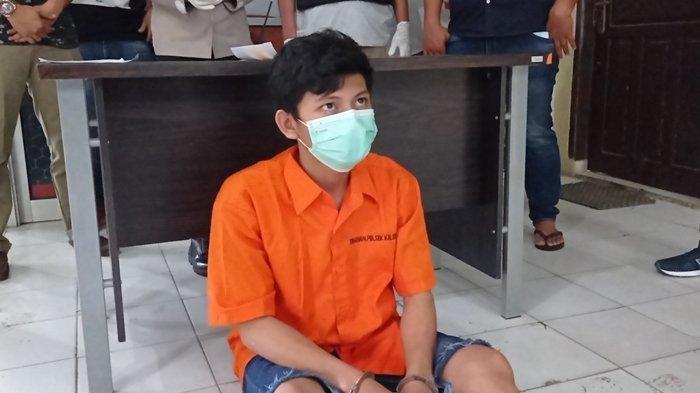 Bayu Siga Iswara (19) tersangka penusukan terhadap Mahasiswi Universitas Sriwijaya (Unsri) di Kayuagung, Sumatera Selatan (Sumsel) kini berada di Mapolsek Kalidoni Palembang, Jumat (28/5/2021)