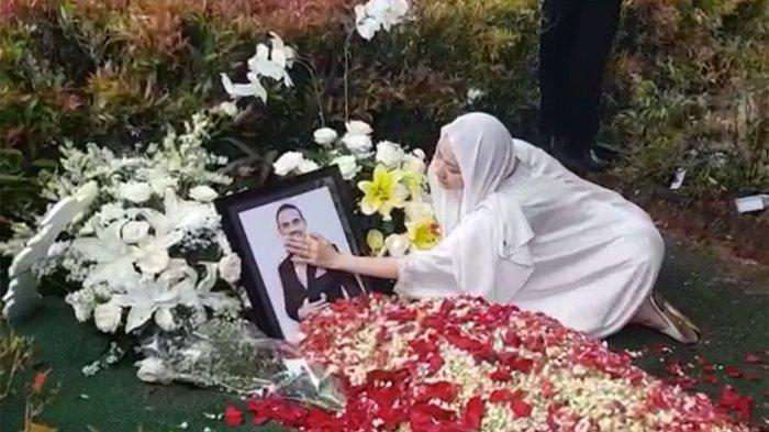 Kesaksian Ustaz yang Mandikan Jenazah Ashraf Sinclair: BCL Cium Mendiang Suaminya Berulang Kali