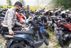 Kondisi Honda Beat yang terlibat kecelakaan maut di Bintaro, Pondok Aren, Tangsel, saat diamankan di Mapolres Tangsel, Jalan Raya Promoter, Serpong, Senin (2/8/2021).