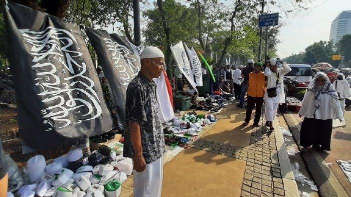 Para Pedagang di Acara Reuni Akbar 212 Mengeluh Omzetnya Menurun Meski Jualan Sejak Subuh