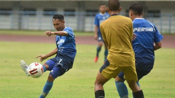 Beckham Putra Nugraha (kiri) kembali mendapat pemanggilan dari Timnas U-19