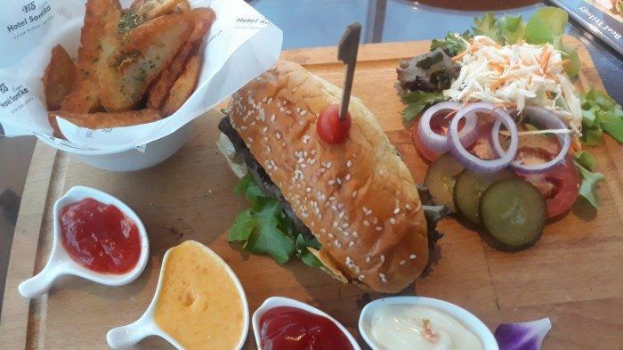 Ingin Coba Burger dengan 3 Pilihan Daging? Datang Saja ke Hotel Bintang Empat Ini