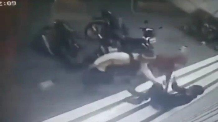 Pegawai Minimarket Jadi Korban Begal di Kalimalang, 2 Pelaku Acungkan Senjata Tajam Ke Korban