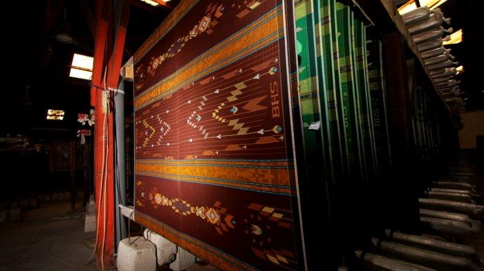 68 Tahun Ikut Merawat Tradisi dan Budaya Bersarung Sebagai Identitas Bangsa Indonesia