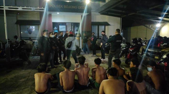 Puluhan Remaja Nongkrong di Ruko, Didekati Tim Jaguar Ketahuan Bawa Celurit hingga Stik Golf