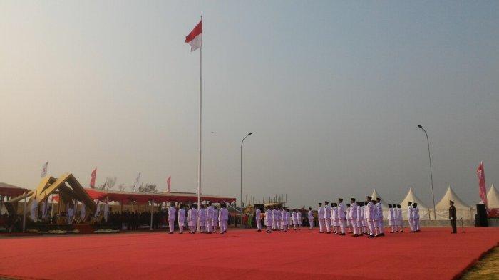 Bendera Merah Putih Berhasil Dikibarkan di Pantai Reklamasi Maju