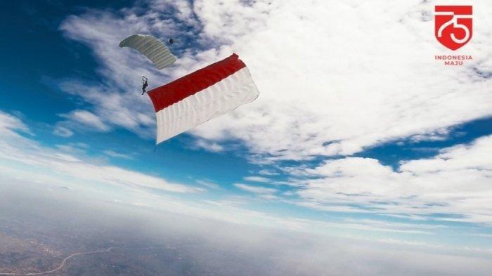Semarak Hut ke-75 RI, UI Bentangkan Bendera Raksasadi Gedung Rektorat Hingga Langit Jakarta