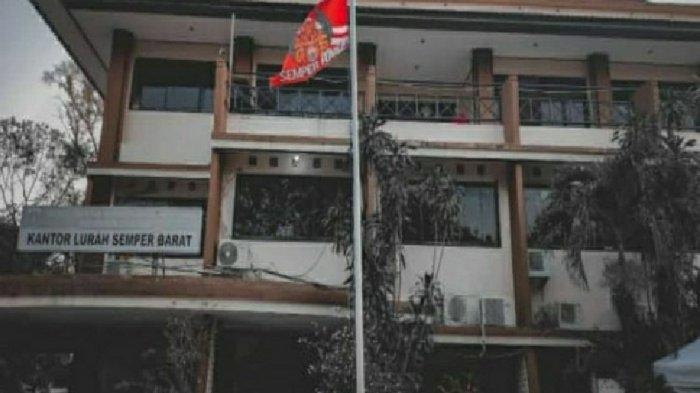 Viral Atribut Persija Dikibarkan di Tiang Bendera Kantor Lurah & Camat di Jakut, Muncul Kontroversi