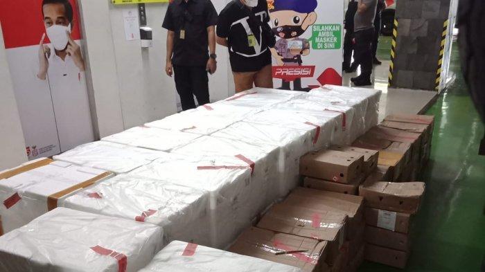 Polresta Bandara Soekarno-Hatta menemukan 34 boks berisi benih lobster siap kirim ke singapura menggunakan pesawat Garuda Indonesia GA-836 rute Jakarta - Singapura di Aprol 8 Terminal Kargo Bandara Soekarno-Hatta, Selasa (6/4/2021).
