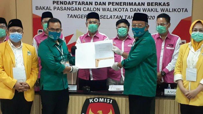 Benyamin Davnie  dan Pilar Saga Ichsan diantarkan langsung Airin Rachmi Diany, sebagai Ketua Dewan Pimpinan Daerah (DPD) Golkar Tangsel, selaku partai pengusung, ke kantor KPU Tangsel, Jalan Raya Serpong, Setu, Sabtu (5/9/2020).