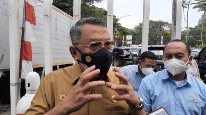 Wali Kota Tangsel, Benyamin Davnie, di Kantor Dinas Kesehatan Tangsel, Serpong, Senin (2/8/2021).