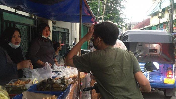 Berburu Takjil di Jalan Albarkah Tebet, Pedagang Kaki Lima Jajakan Dagangan Mulai 1.000 Rupiah - berburu-takjil-1.jpg