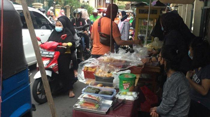 Berburu Takjil di Jalan Albarkah Tebet, Pedagang Kaki Lima Jajakan Dagangan Mulai 1.000 Rupiah - berburu-takjil.jpg