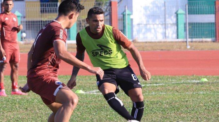 Wacana Gelar Turnamen Tandingan, Penyerang Naturalisasi Indonesia Sarankan Liga 1 Berjalan Lagi