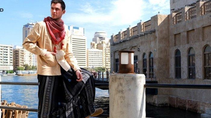 Luncurkan Kelas Cosmo, Sarung Tenun BHS Hadir dengan Motif Simpel dan Elegan