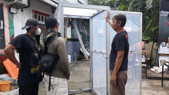 Cerita Komunitas Gerak Bareng Terinspirasi Garap Bilik Disinfektan Perangi Virus Corona