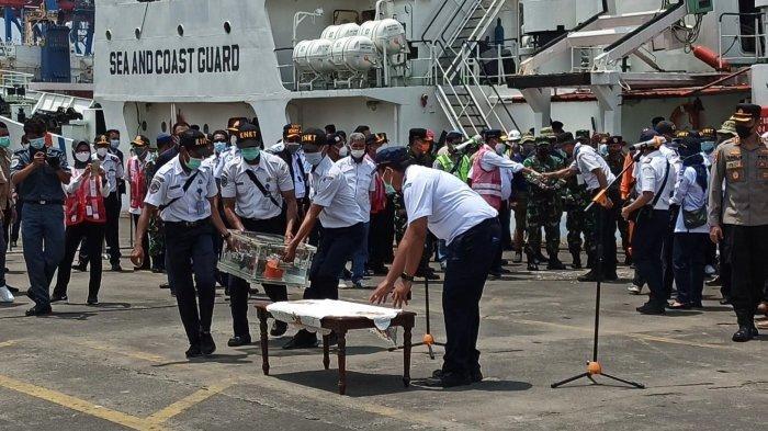 Ditemukan Semalam, CVR Sriwijaya Air SJ-182 Dibawa ke Dermaga JICT II Pakai Kapal KPLP