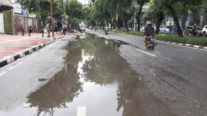 Banjir setinggi kira-kira 30 centimeter sempat menggenangi Jalan Bungur Besar, Kecamatan Kemayoran, Jakarta Pusat, pada Senin (8/2/2021) pagi.