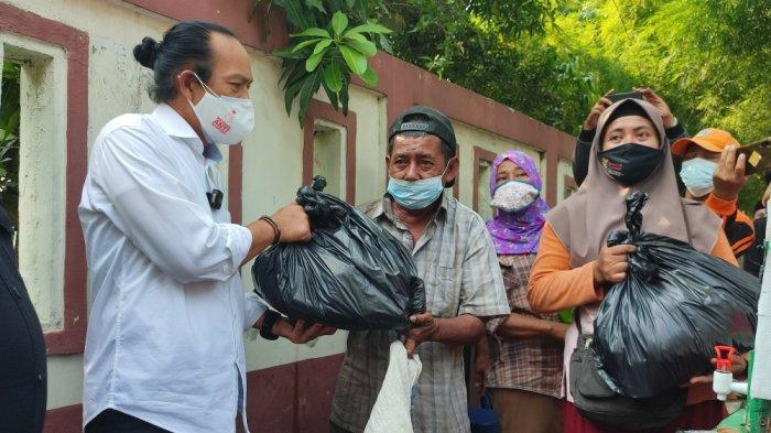 BNN Bagikan 1.000 Paket Sembako ke Masyarakat di Utan Kayu Selatan