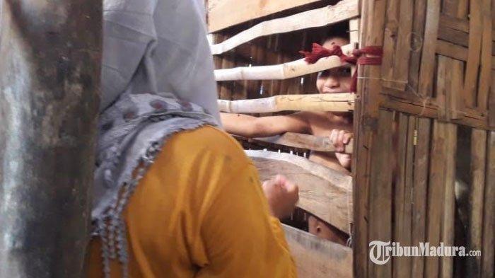 Bocah 12 Tahun di Pamekasan Dikurung di Bekas Kandang Ayam: Girang Ada Tamu, Orangtua Usap Air Mata