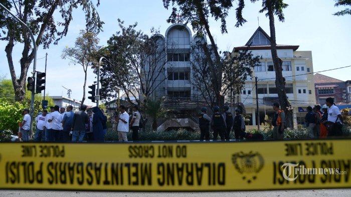 Polisi Temukan Buku Panduan Cara Kamuflase Pelaku Teror di Surabaya dan Sidoarjo