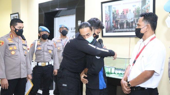 Polisi Minta Maaf Sambil Peluk, Mahasiswa yang Dibanting Ngotot Kasus Tetap Dilanjutkan