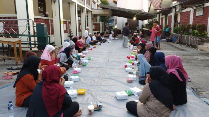 Selama Ramadan, Ada Program Sedekah Takjil di Masjid Luar Batang