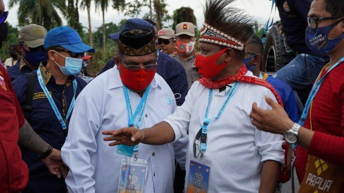 Didukung 8 Partai dan Diantar Ribuan Orang, Piet-Matret Mendaftar ke KPU Teluk Bintuni